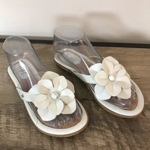 boc Shoes - BOC Born Concept WHITE Flower THONG Summer SANDALS
